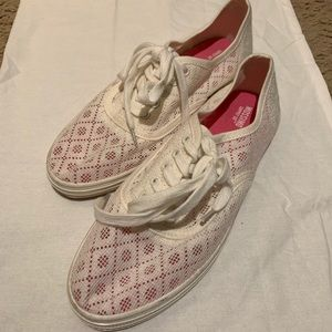 NWOT White Lace Style Tennis Shoes